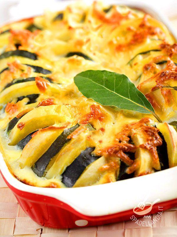 Il Gratin di verdure e scamorza è una ricetta che vi permetterà di trasformare delle semplici verdure in una preparazione stuzzicante e golosa.