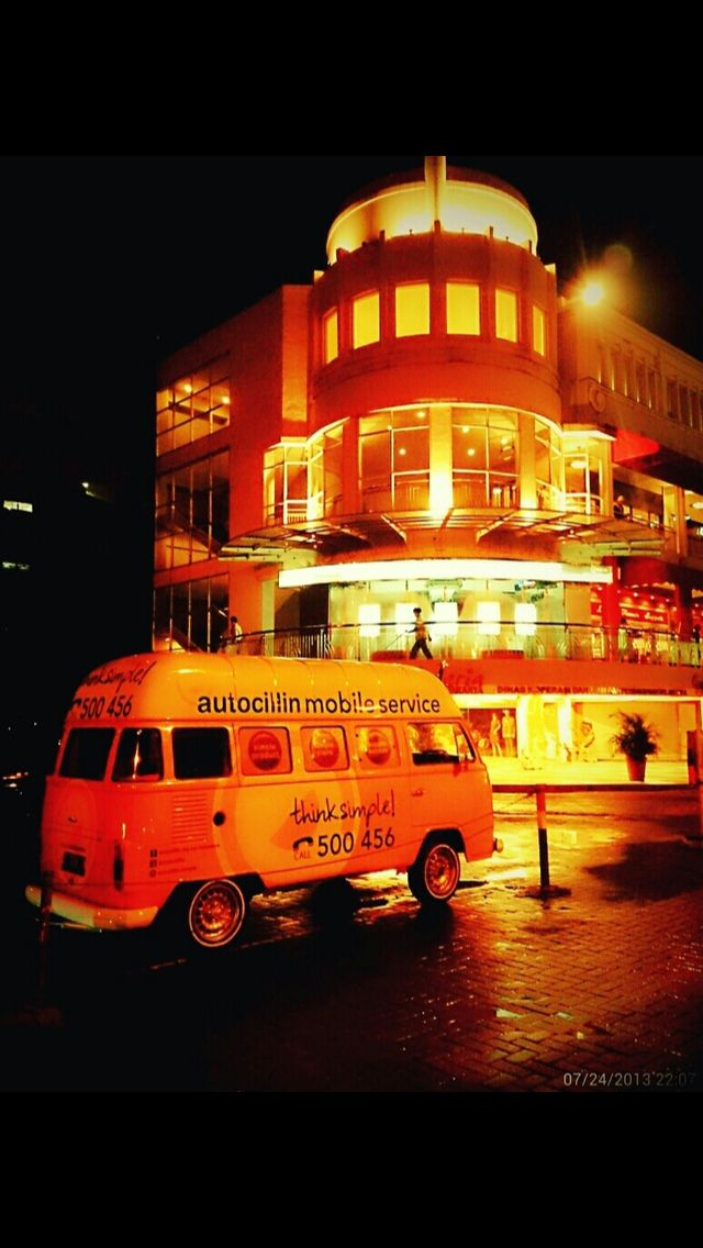 Autocillin Mobile Service : Melayani klaim, pembelian produk autocillin. Foto ini diambil ketika Autocillin Mobile Service hadir di Mall Citos, Jakarta Selatan.