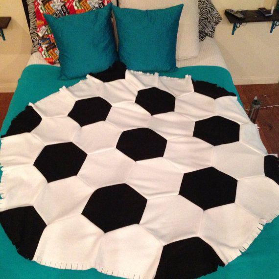 Fleece voetbal Rag dekbed/deken gooien van PatchworkLuxury op Etsy