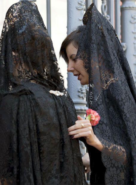 Spaanse vrouwen met mantilla