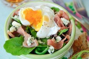 Салат с прошутто и яйцом-пашот - Рецепты. Кулинарные рецепты блюд с фото - рецепты салатов, первые и вторые блюда, рецепты выпечки, десерты и закуски - IVONA - bigmir)net - IVONA bigmir)net