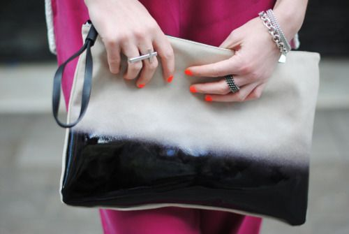 the clutch, the nails!: Clutches Zara Rings Frii, Bags Romw, Bw Clutches, Zara Clutches, Nails Polish, Neon Nails, Coral Nails, Accessories Collection, Zara Ombre