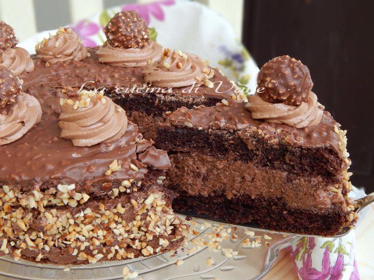 torta Rocher ricetta golosa,torta con crema Rocher.La torta Rocher è ideale come torta di compleanno o per eventi importanti come il Natale.torta cioccolato