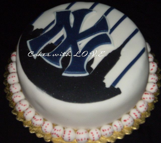 New York Yankees Cake by Cakes with L.O.V.E., via Flickr