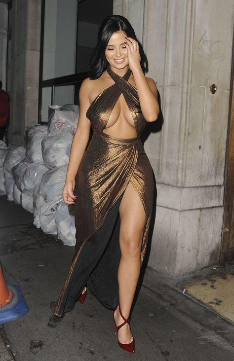 #Christmas #DemiRose #London #Night #Style Demi Rose Night Out Style - Leaving House of CB Christmas Dinner Bash in London 11/21/2017 | Celebrity Uncensored! Read more: http://celxxx.com/2017/11/demi-rose-night-out-style-leaving-house-of-cb-christmas-dinner-bash-in-london-11212017/