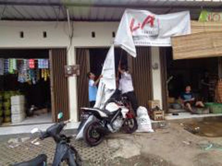 UPPD Pulogadung menertibkan reklame rokok luar ruang