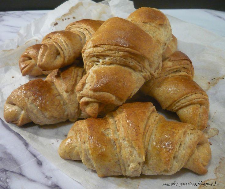 Teljes kiőrlésű croissant