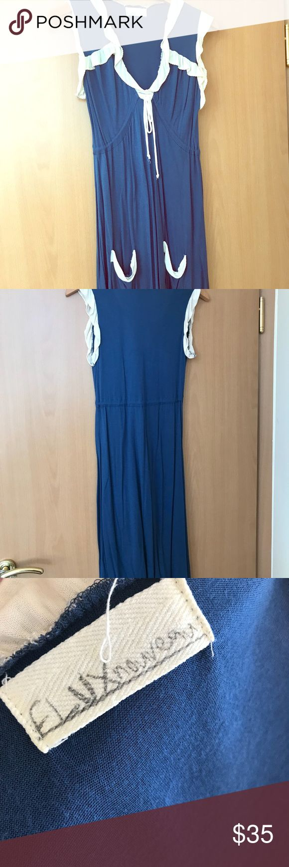 Flux Noveau Size Medium Blue and White Maxi Dress Flux Noveau Size Medium Blue and White Maxi Dress Two pockets located below the hips Front tie for accentuation of curves 100% MicroModal Worn once or twice, excellent condition Flux Noveau Dresses Maxi