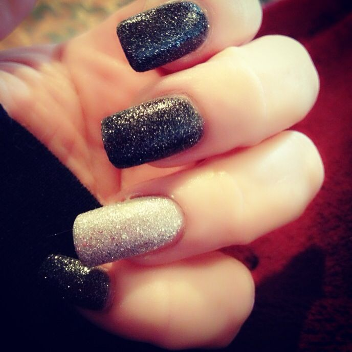 Love Zoya Dahlia Pixie Dust with Orly's Silver Pixel accent nail.