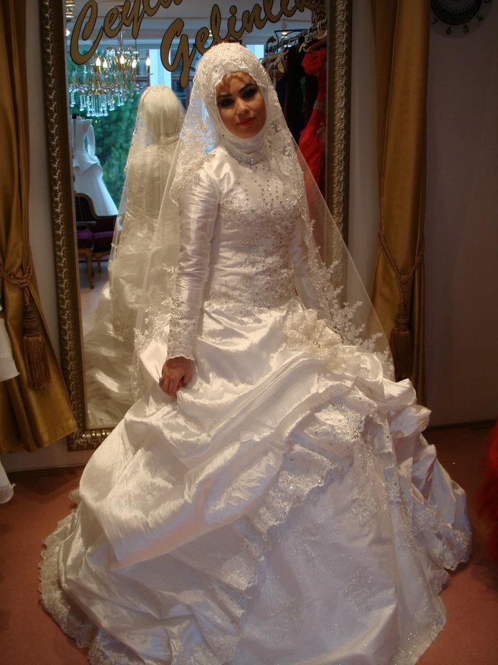 Muslima Bride <3  Photo credit goes to Ceylan Gelinlik :http://www.facebook.com/media/set/?set=a.342568112435397.102917.100000466322812=3