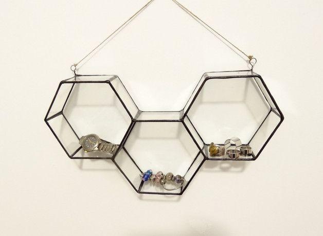 Oryginalna półeczka na biżuterię lub inne drobiazgi. Wykonanie z przejrzystego…