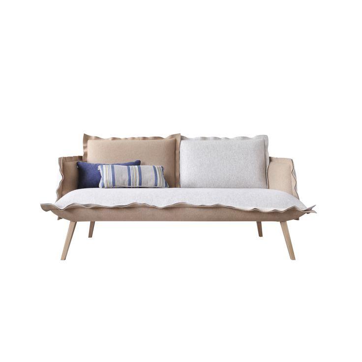Sofa skey marki Swarzędz Home. Wyjątkowa sofa na ściętych, drewnianych nogach. www.euforma.pl   #swarzedzhome #sofa #skey #livingroom #design #polishdesign #home #polishfurniture