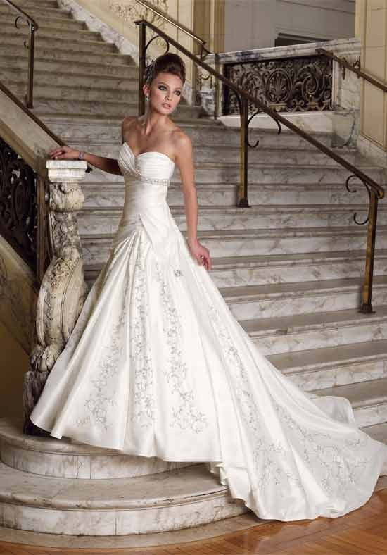 Petite Sexy Sweetheart Empire Waist Applique And Embroidery Wedding Garment - Wedding Dresses