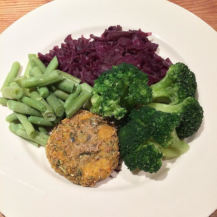 Dinner a homemade swede and courgette vegetable burger braised red cabbage and onion green beans and broccoli will be having a pear and some greek yoghurt for pudding! #dinner #healthyeating #nutritious #goodfood #healthyeats #healthyfood #healthyselves #fitness #whatieat #balanceddiet #weightloss #weightlossjourney #eathealthy #eattherainbow #veggies #healthychoices #healthyliving #foodpics #fooddiary #foodisfuel #strongnotskinny #instafood #nutrition #onplan by hannahs.health