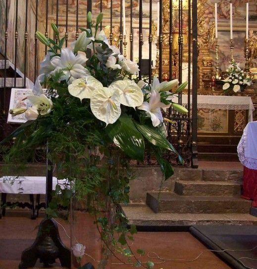 Composizioni+floreali - Addobbi+floreali+con+composizioni+per+la+chiesa+per+un+matrimonio+