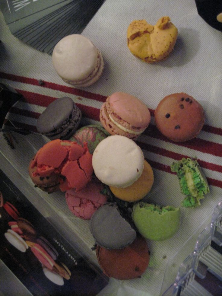 Who could resist one of these gorgeous Macarons. Come along to Baroque Bistro and have a try........you know you want to!!
