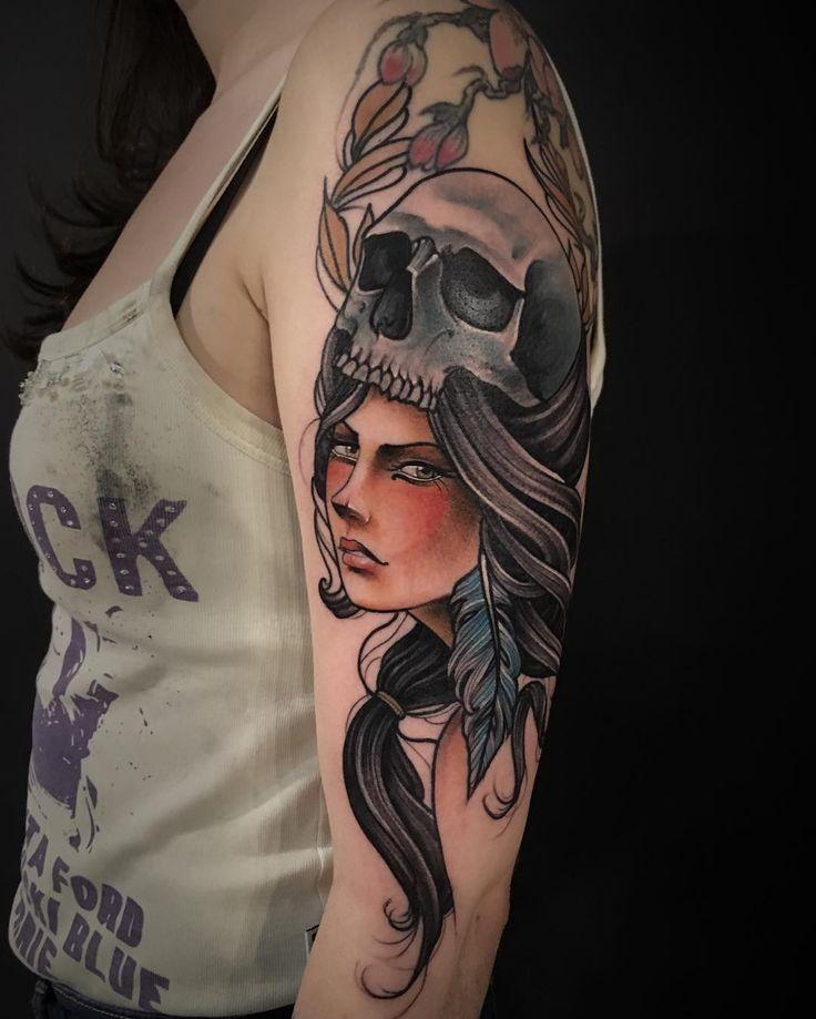 Tatuagem feita por Lucas Porto.  Mulher com chapeu de caveira no estilo neo tradicional.  #tattoo #tattoo2me #tatuagem #neotradicional #art #arte