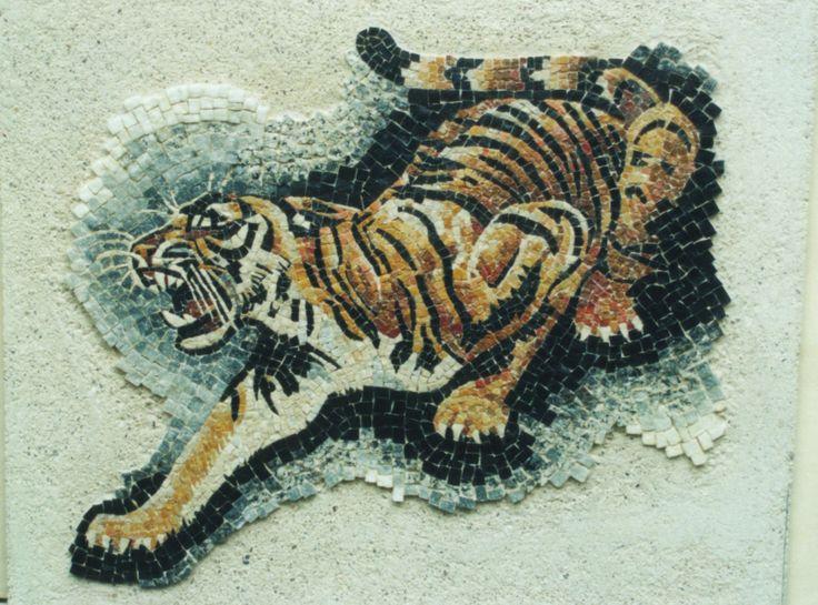 Tigre in marmi tagliati