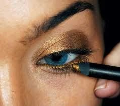 Love this gold liner with blue eyes!! Shop gold eye liner at Sephora with your student discount http://www.studentrate.com/all/get-all-student-deals/Sephora-Student-Discounts--/0