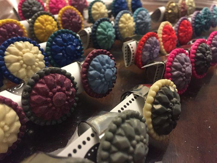 Anelli bottone in resina #bijouxfg #bijouxfgaddicted #resinjewelry www.bijouxfg.it