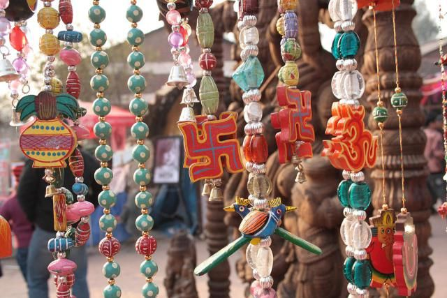 http://goindia.about.com/od/shopping/tp/delhimarkets.htm