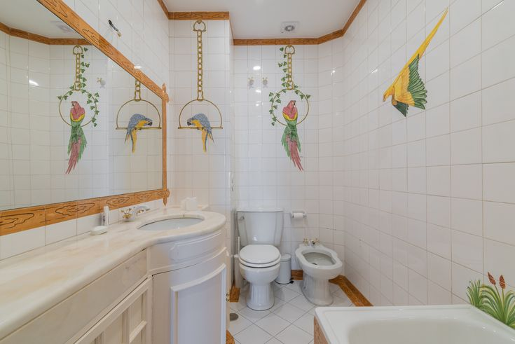 HomeLovers: bathroom / parrots