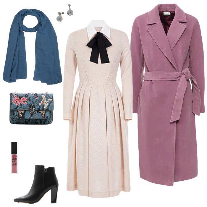 Молочное платье, фиолетовое пальто, черные серьги, черно-белая сумка, черные ботильоны