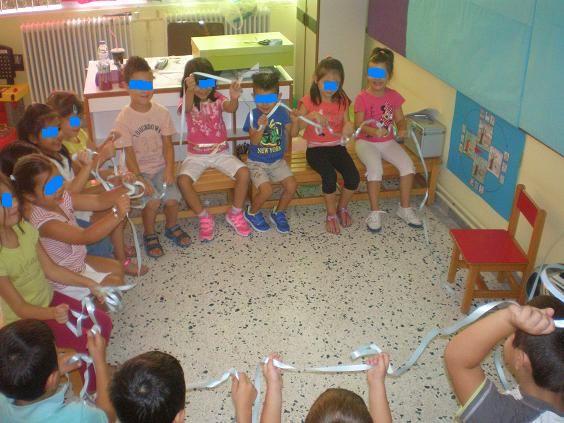 παιχνιδοκαμώματα στου νηπ/γειου τα δρώμενα: το κύμα !!!! όλα τα παιδιά κρατάνε…