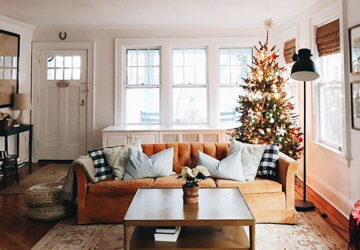 Очень важную роль в создании новогоднего настроения играет украшение дома. Возможно,вся эта суматоха сводит вас с ума, но когда вы достанете свои старые игрушки, начнете их перебирать и предаваться воспоминаниям, успех гарантирован! Мы не хотим навязывать вам какой-то определённый стиль в оформлении новогодний ёлки или украшения дома в целом, но просто хотим заметить, что в …