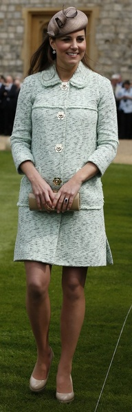 Who made Kate Middletons tan pumps, hat, nude clutch handbag, jewelry, and tweed coat?