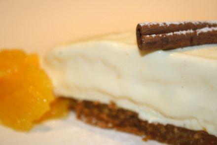 En julig cheesecake med smak av pepparkaka & apelsin Pepparkaksbotten till en form på cirka 24 cm: 25-30 stycken pepparkakor 1 msk socker 50 gram smör ( Mindre om man har en mindre form ) Fyllning: 200 gram färskost ( Philadelphia ost) 3 st äggulor 1 dl socker 1 tsk … Läs mer