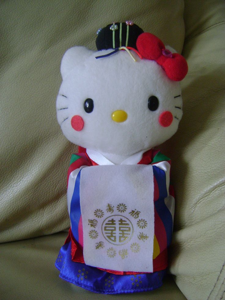 Hello Kitty in bridal wear. Cute right? She still has her shop tag with the little holograph on. Again I found this in a charity shop and that for me is a great bargain.