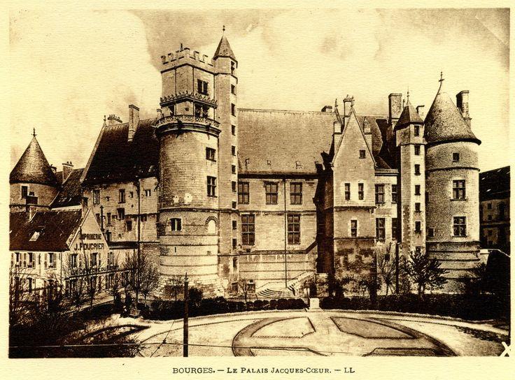 Ancienne carte postale du Palais Jacques Coeur