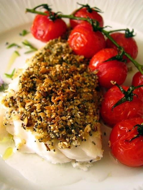 Cabillaud au crumble de petits graines et tomates cerises au four