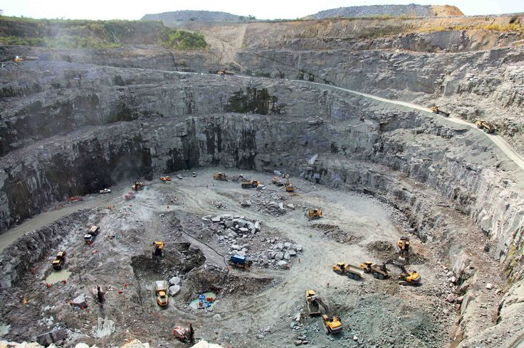 The Kono Diamond Mining Fields is where most of the 2006 film Blood Diamond, starring Leonardo DiCaprio was based. These mines are located in Eastern Province and are fully functioning. Local and international companies work here together to find the most valuable stones.