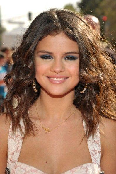 Selena Gomez Long Wavy Cut