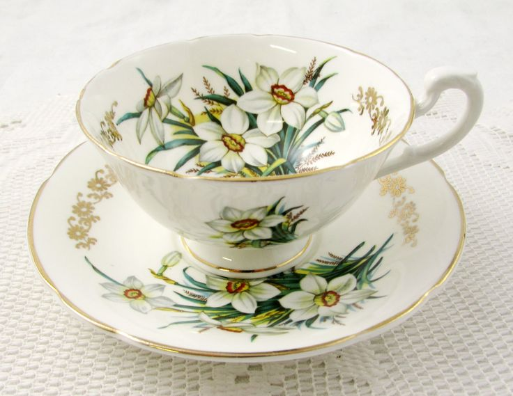 White Daffodil Tea Cup and Saucer by Hamilton от TheAcreage