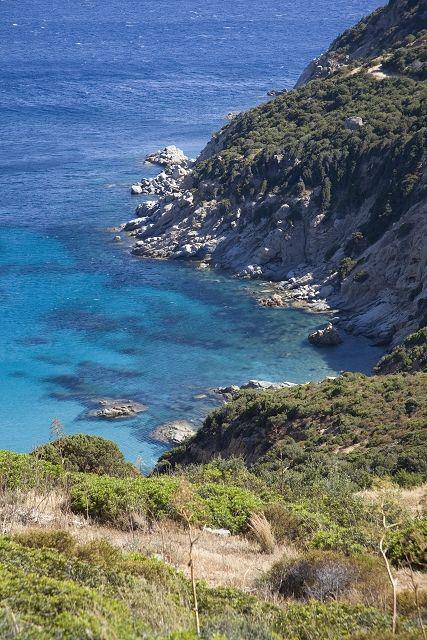 Volg de kustweg vanuit Cagliari via Solanas en geniet van schitterende uitzichten