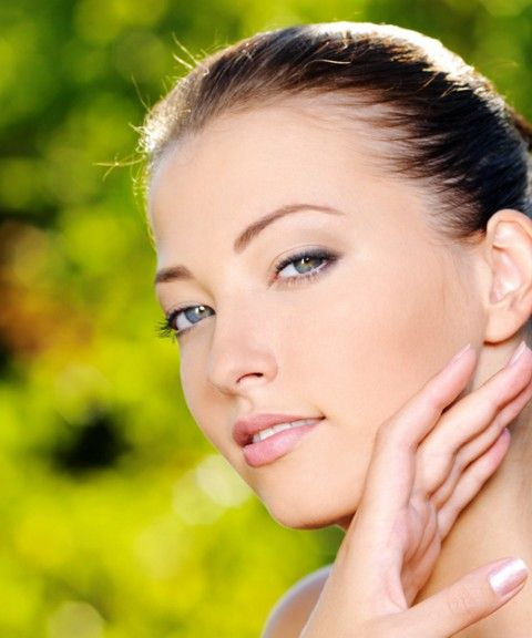 Forget signs of skin aging, spoon massage improves blood circulation, reduces visible fine lines, wrinkles,etc. The first results are visible within 12 days