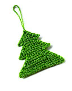 Christmas feeling came to me unbelievably early this year. I am playing with various yarns to make small Christmas trees to hang on the act...