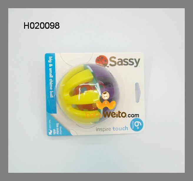 H020098  > Mainan bola besar & kecil cocok untuk anak umur 6bulan ke atas  > Mainan ini untuk melatih pendengaran bayi & motorik kasar bayi.  > Bayi akan sangat senangg sekali merangkak untuk meraihnya ketika bola di gelindingkan di atas lantai.  Warna sesuai gambar  IDR 119.000