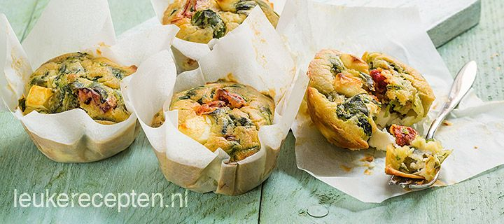 muffins met spinazie en gedroogde tomaten