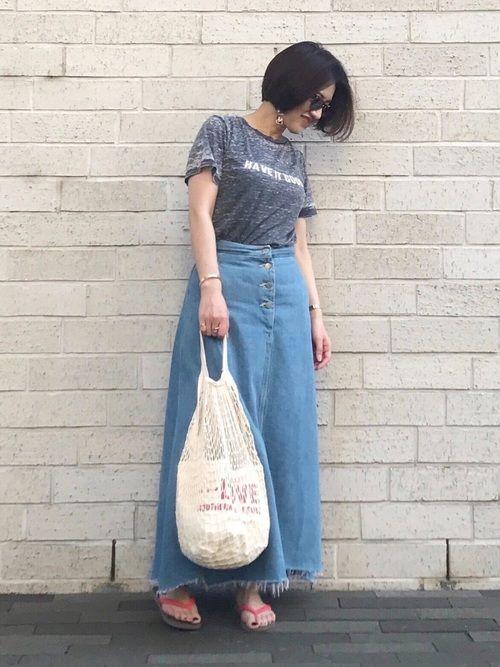 Tシャツにデニムスカート★  夏っぽくビーチサンダルがポイントです!😀🌈  暑い〜😵💦