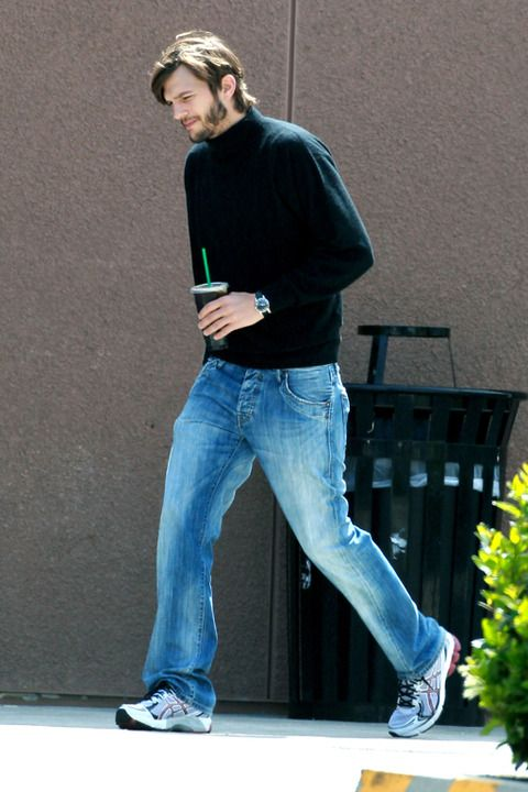First Look at #Ashton Kutcher as Steve #Jobs