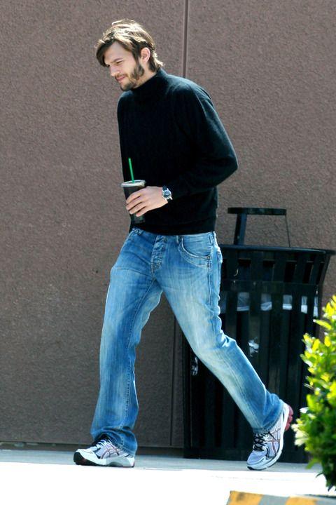 Fotos de Ashton Kutcher caracterizado de Steve Jobs são divulgadas na web