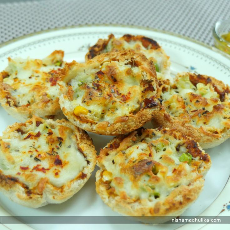 Bread katori pizza is a delicious twist to the regular and simple bread pizza. Recipe in English- http://indiangoodfood.com/1914-bread-pizza-katori-recipe.html (copy and paste link into browser)  Recipe in Hindi - http://nishamadhulika.com/1493-bread-pizza-katori-recipe.html (copy and paste link into browser)