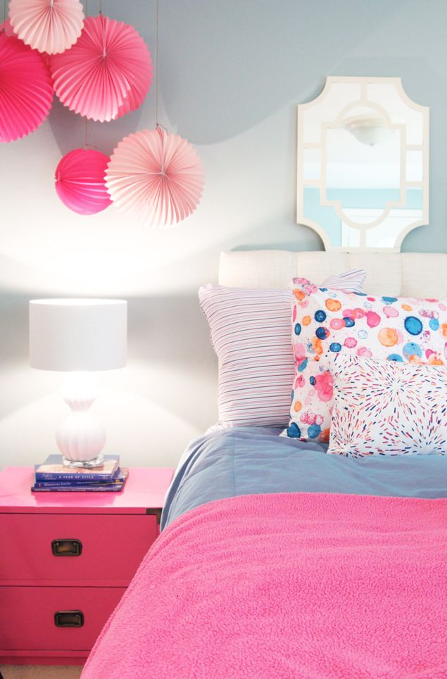 Memo to Self:  Hang paper lanterns over nightstand.  It's a perfect pairing for my Bubbly fabric!