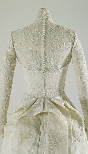 Kate Middleton's wedding dress replica.