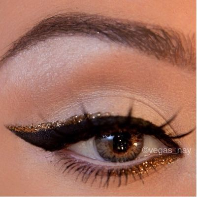 A swoop of gold to accent a cat eye for the holidays - have to get the cat eye down, but after that I'm all over this.