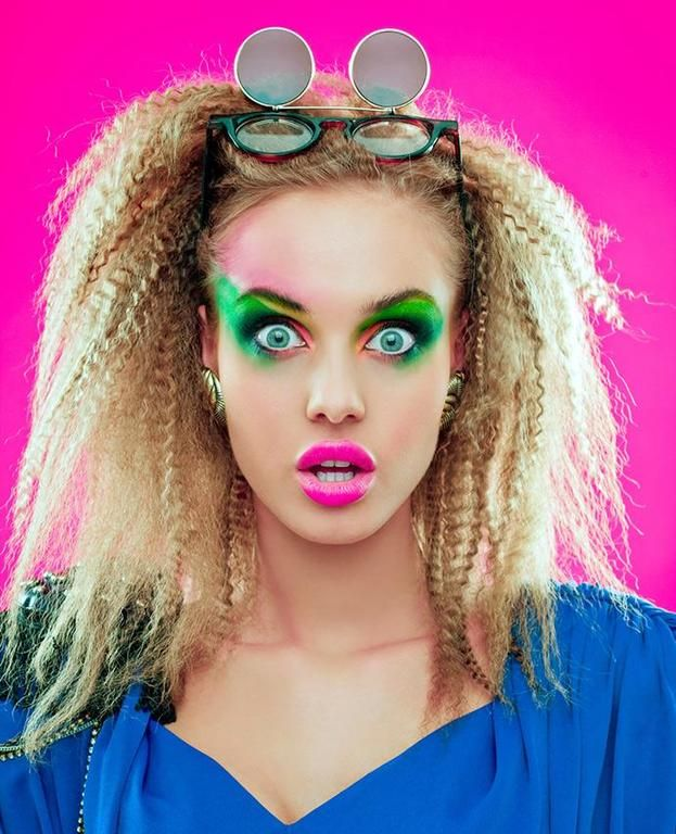 Frauenfrisuren im Stil der Jahre - Kurz Haar Frisuren Women's hairstyles in the style of the 80 1980s Makeup And Hair, 1980s Hair, Hair Makeup, 1980 Makeup, 80s Short Hair, Short Hair Styles, Party Hairstyles, Crimped Hairstyles, Hairstyle Ideas